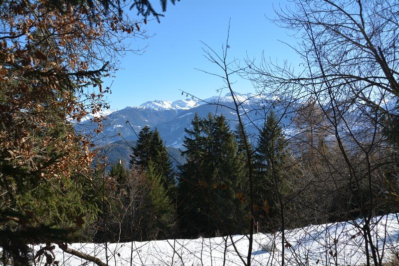 Schnee und blauer Himmel